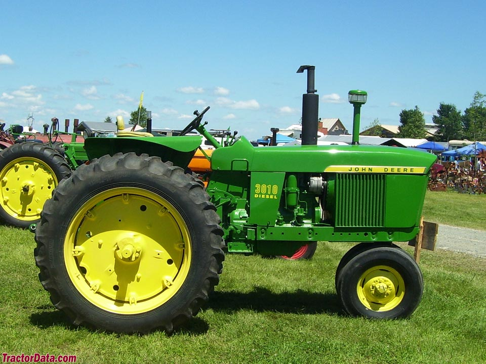 Tricycle-front John Deere 3010.