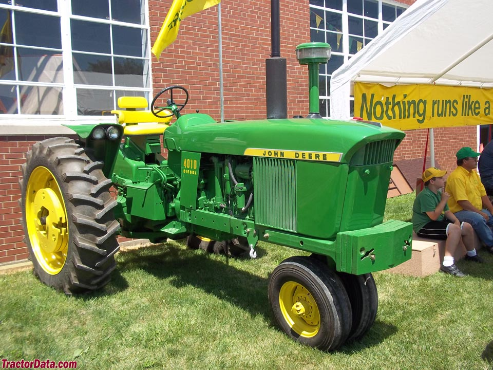 Tricycle-front John Deere 4010.