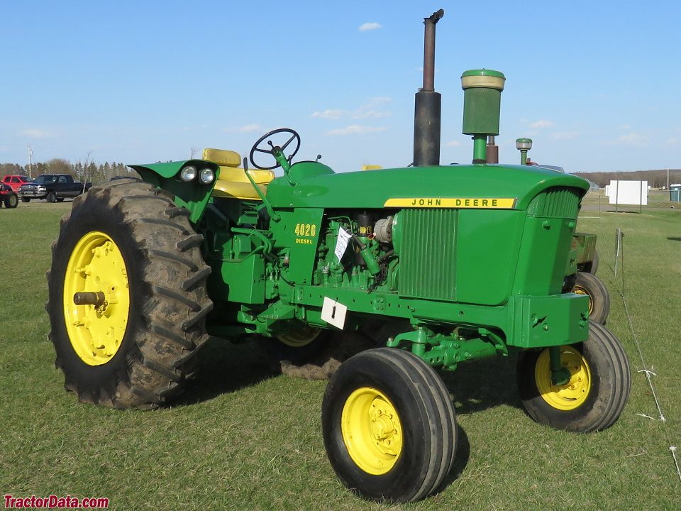 Open-station John Deere 4020