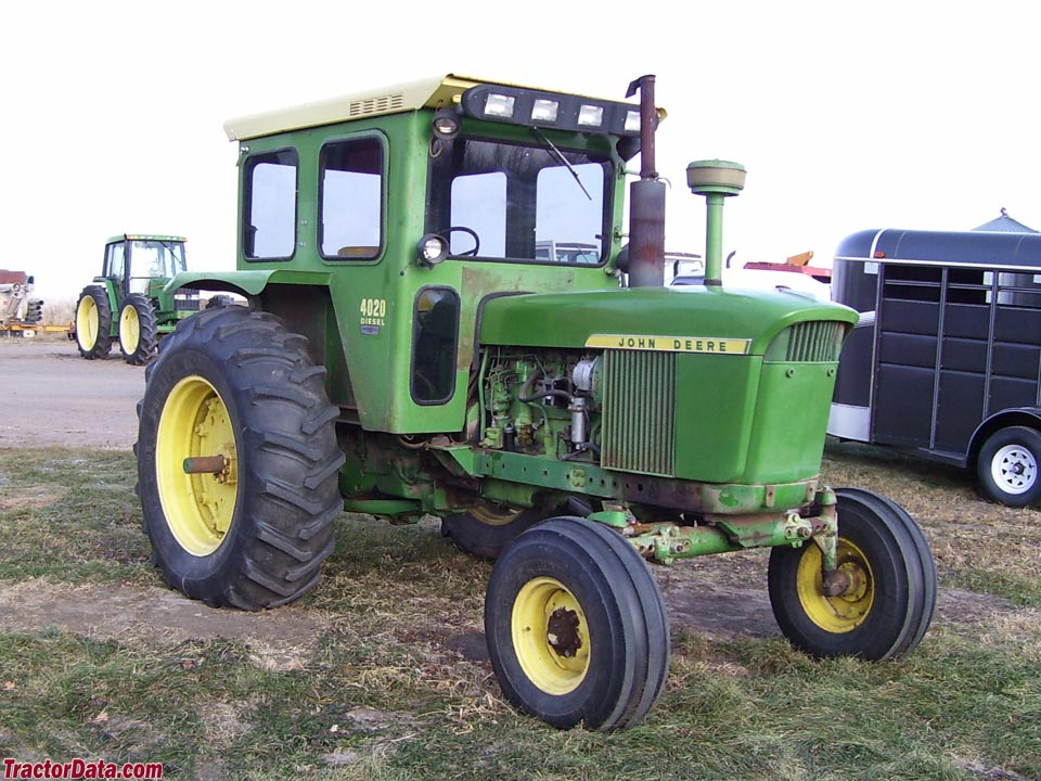 John Deere 4020 with factory cab