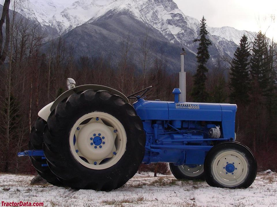 Side Picture Of Tractor : Tractordata fordson super dexta tractor photos information