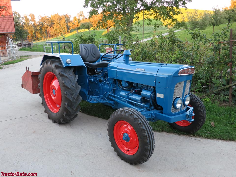 fordson super dexta tractor photos information. Black Bedroom Furniture Sets. Home Design Ideas