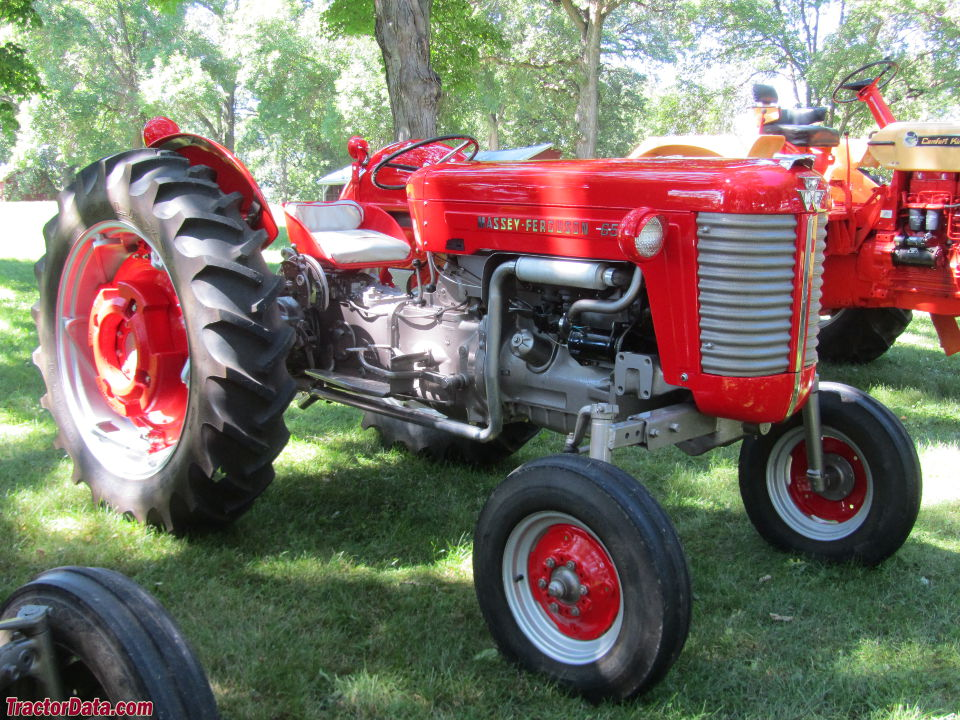 Massey Ferguson 65 high-arch (C), right side.