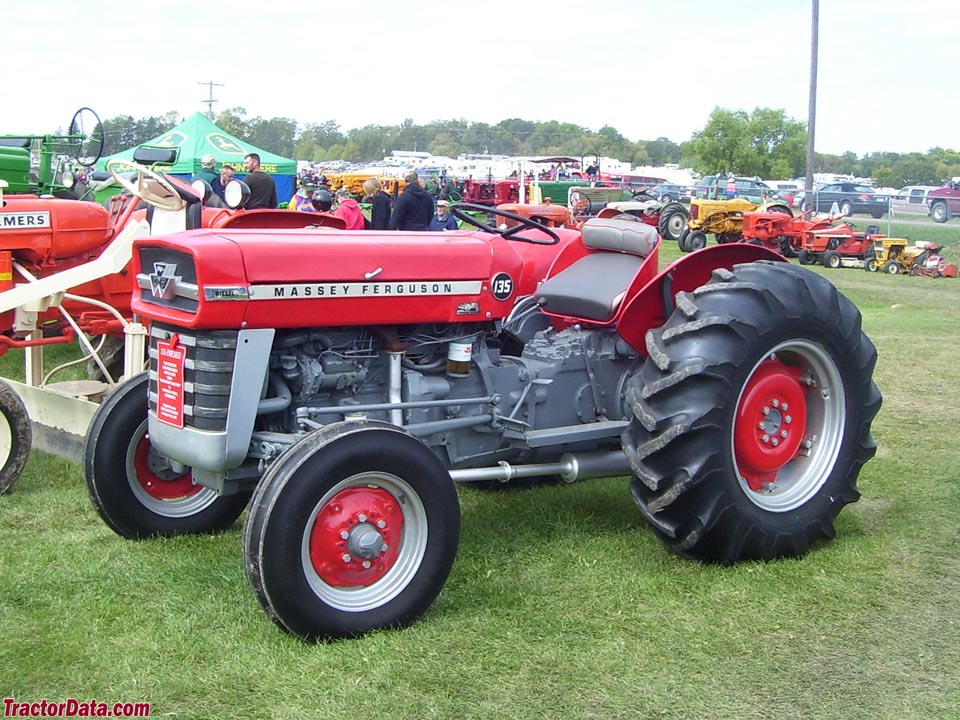 Massey Ferguson 135, left side.