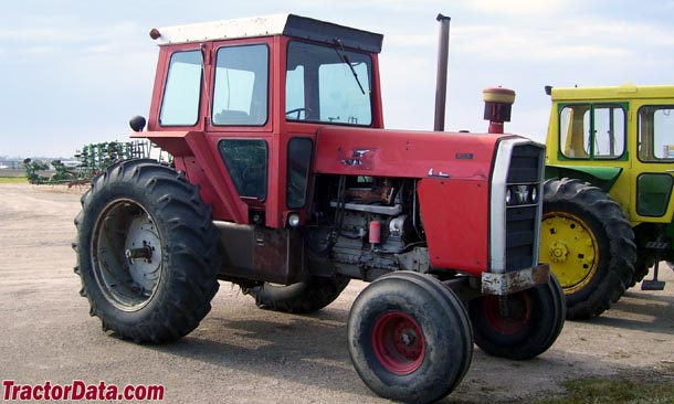 Massey Ferguson 1135 right-quarter view