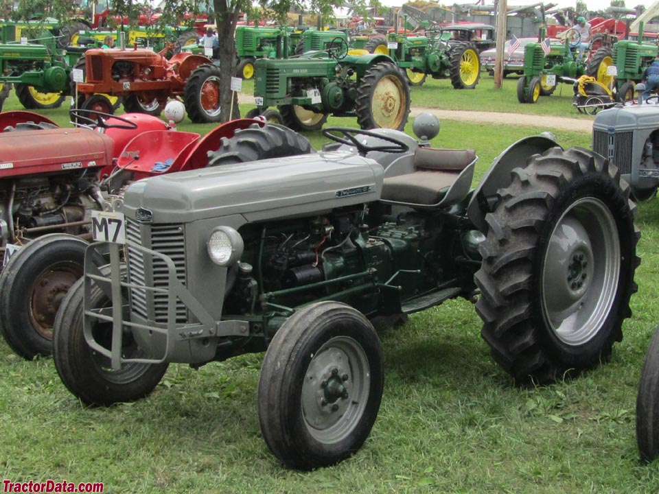 ferguson to 35 tractor photos information. Black Bedroom Furniture Sets. Home Design Ideas