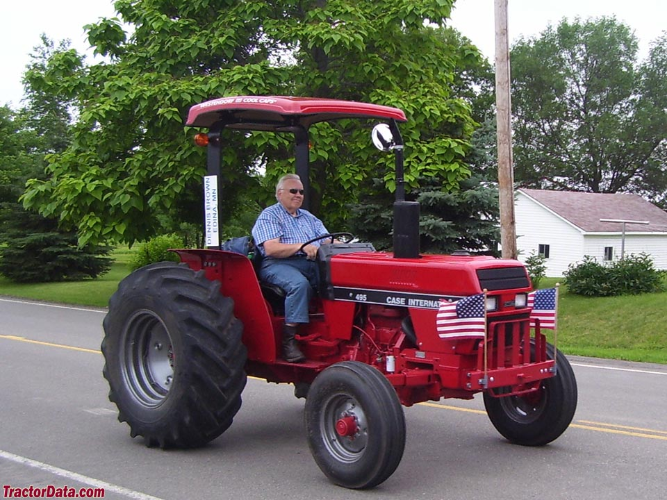 CaseIH 495 with 2WD and ROPS