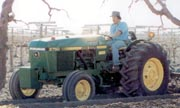John Deere 2750 Low-Profile tractor photo