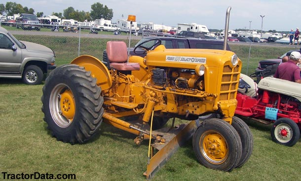 901 Ford Powermaster http://www.tractordata.com/farm-tractors/001/6/7/1671-ford-971-photos.html