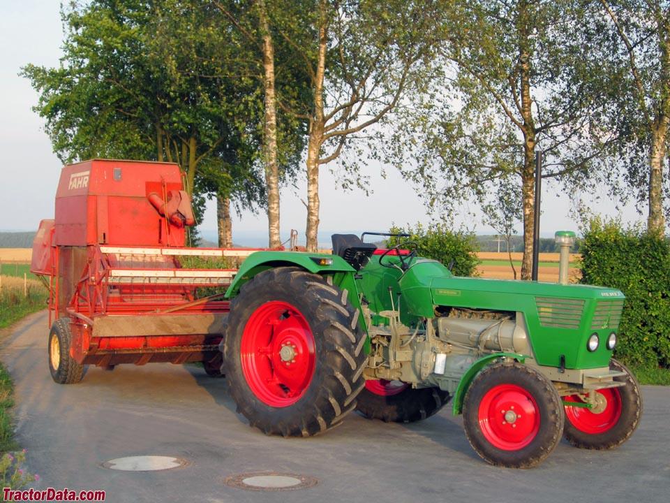 Deutz D8006 with Fahr combine.