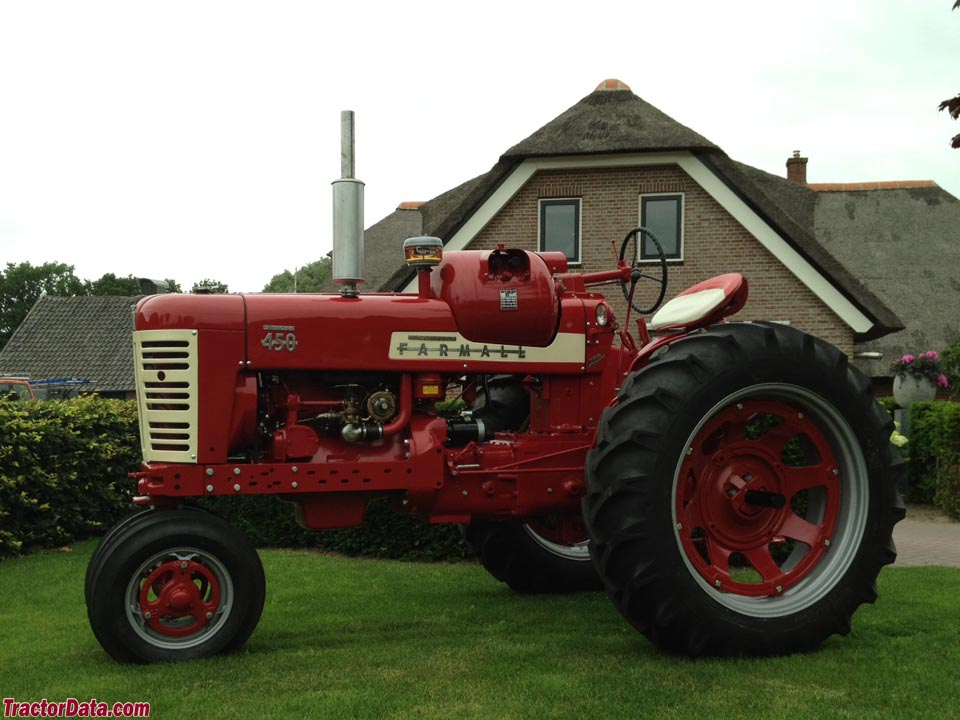 Farmall 450 with LP-gas engine