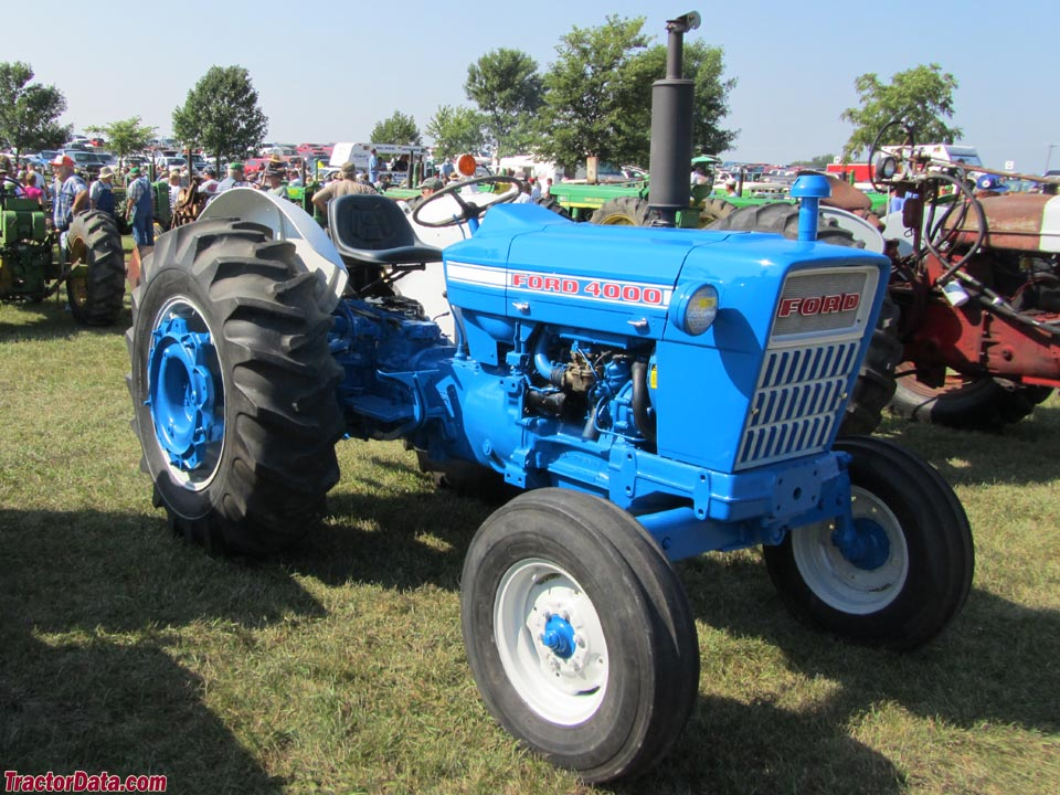 Early-style Ford 4000 (3-cylinder).