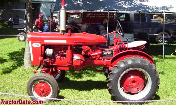 Farmall 140, left profile