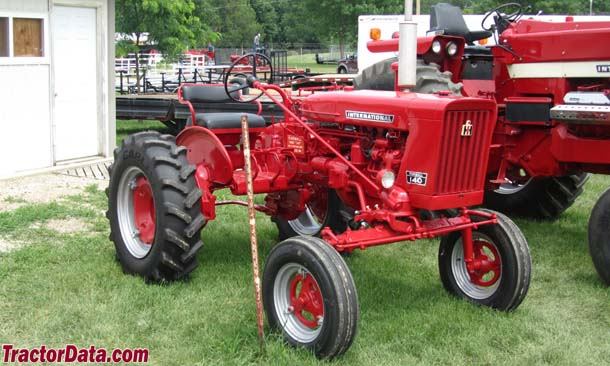 Farmall 140, front-right