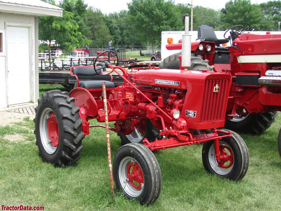 Late Farmall 140 with horizontal grill.