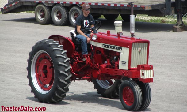 Tricycle front Farmall 504, right side