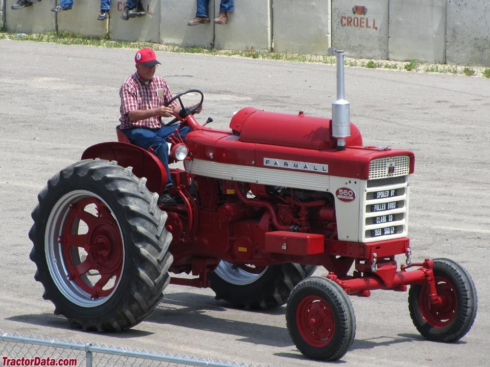 Farmall 560 with LP-gas engine