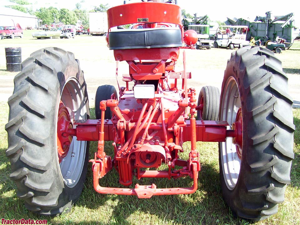 Rear of Farmall 560 with IH Fast-Hitch.