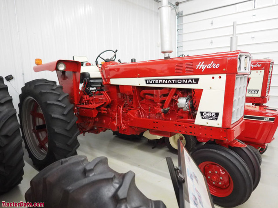 Farmall 666 with tricycle front end.