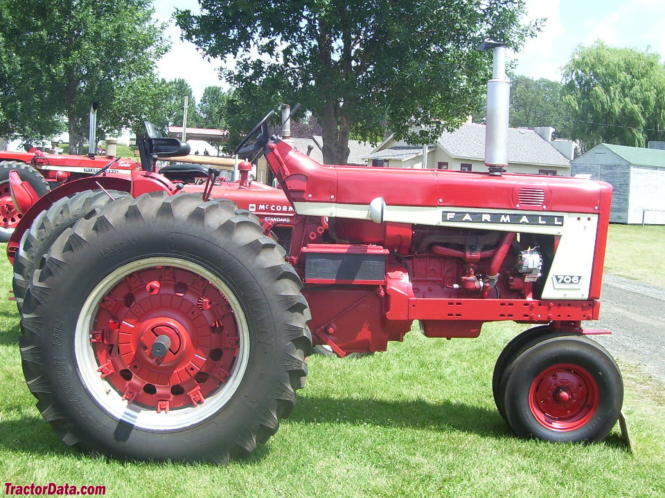 Tricycle-front Farmall 706 tractor