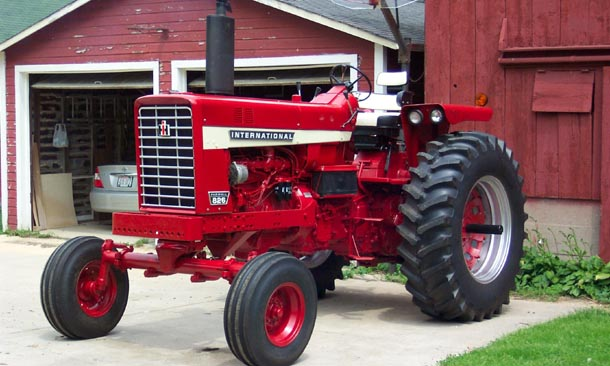 Wide-front Farmall 826, front-left