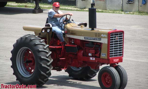 Tricycle-front Gold Demonstrator Farmall 826, front-right