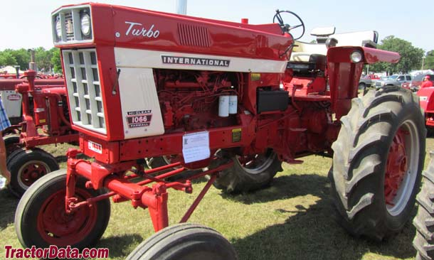 Farmall 1066 Hi-Clear tractor