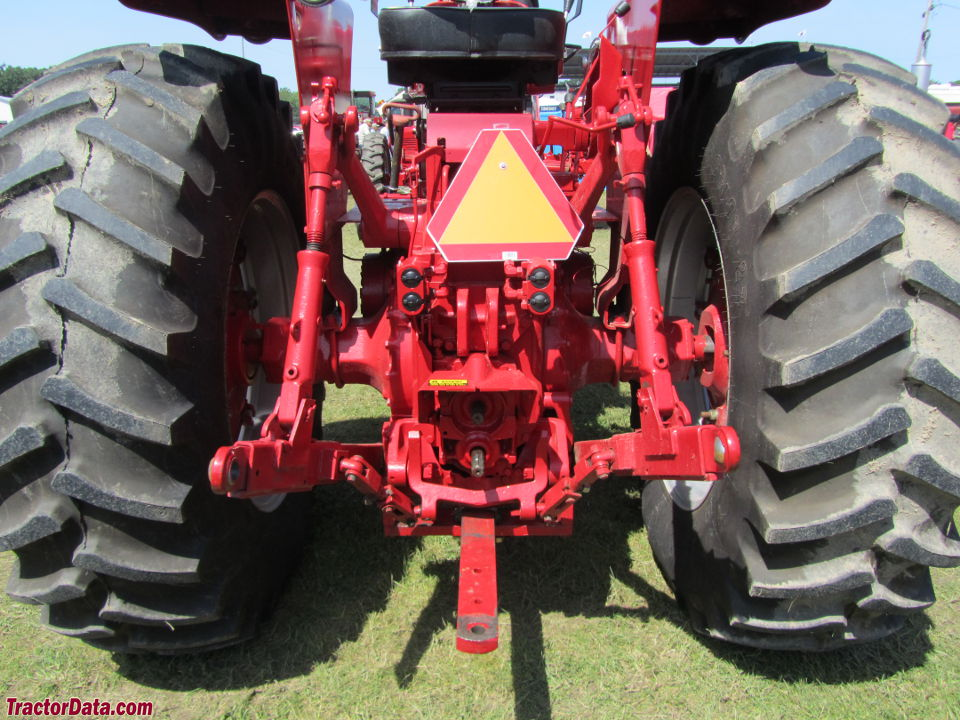 Farmall 1066, rear view