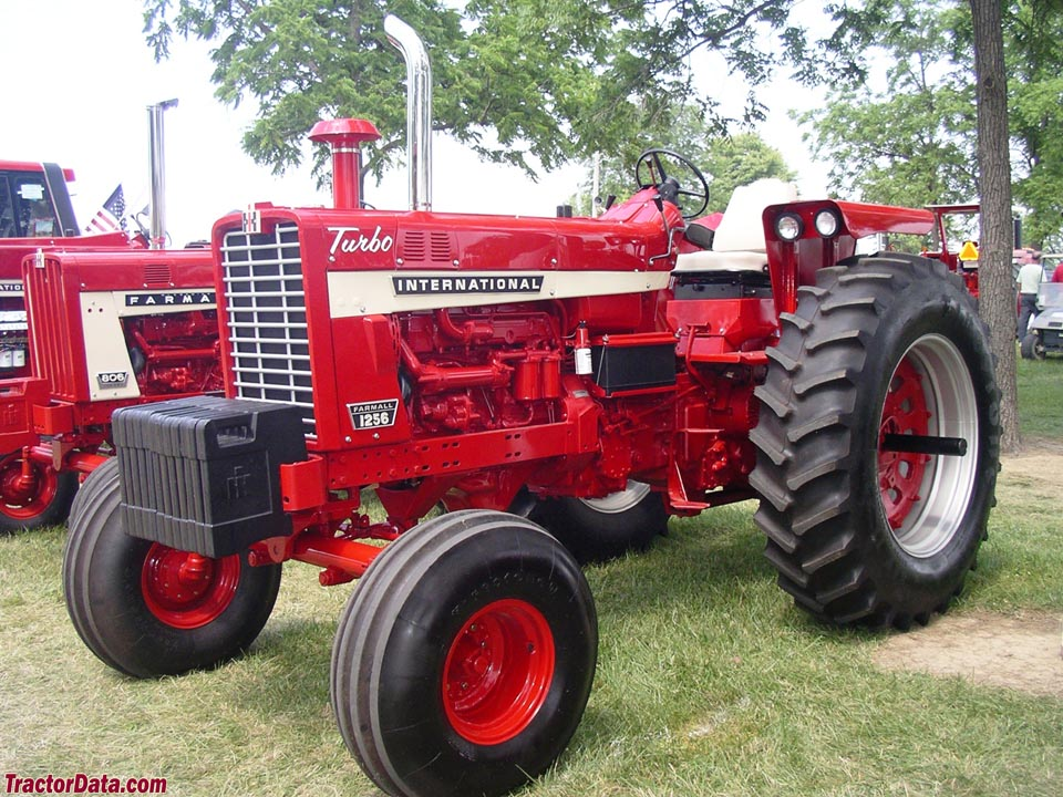 Farmall 1256, right side.
