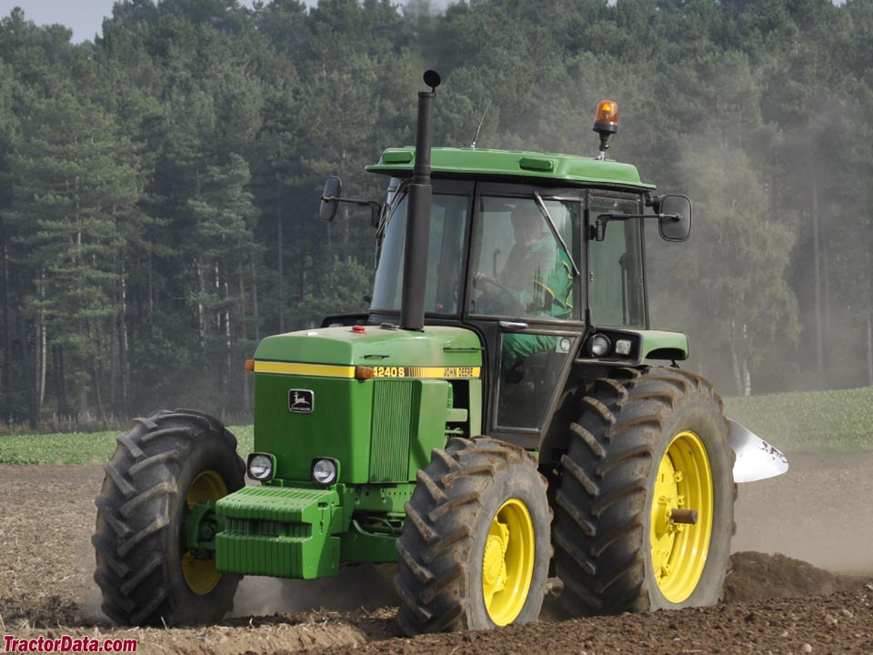 John Deere 4240S plowing.
