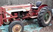 International Harvester B-276 tractor photo