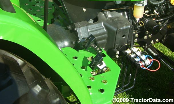 John Deere 4105  transmission photo