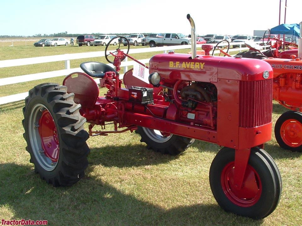 1950 B.F. Avery model R with single front wheel.