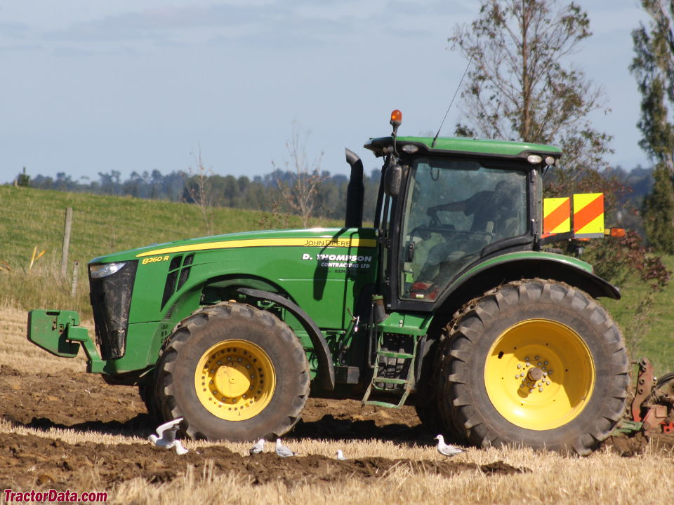 John Deere 8260R, left side.