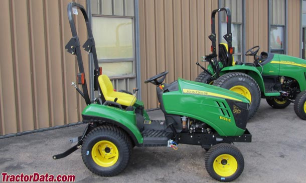 John Deere 1023E right-side profile