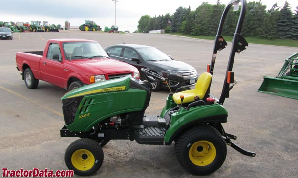 John Deere 1023E left-side profile