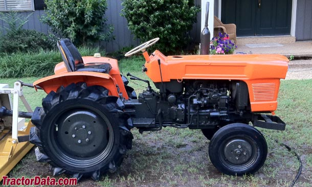 Kubota L2000, right profile