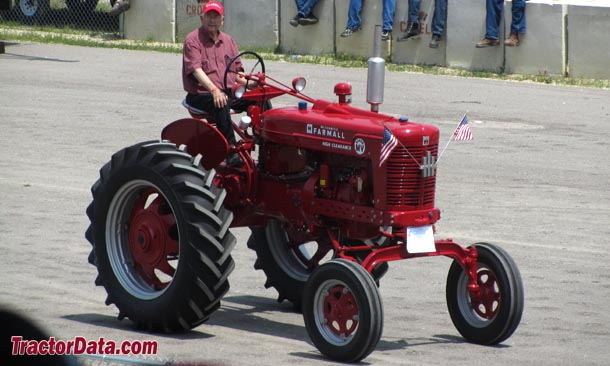 Farmall Super MV front-right view