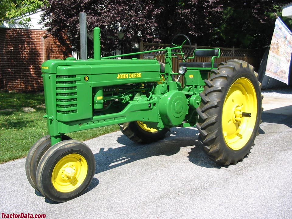 1948 John Deere B, left side