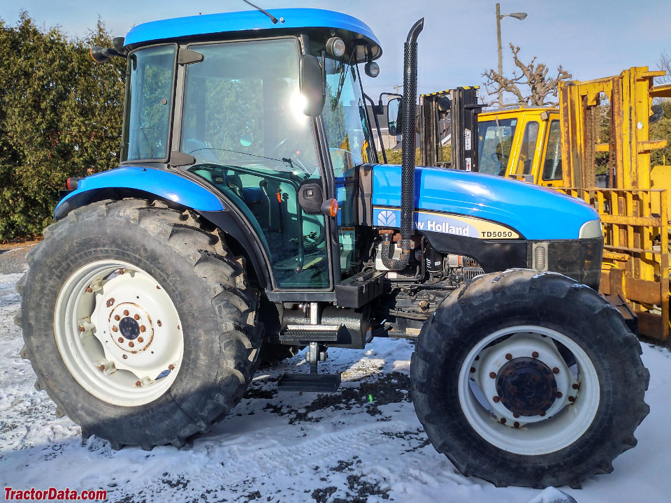 Four-wheel drive New Holland TD5050 tractor.