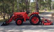 Kubota L1-255 tractor photo