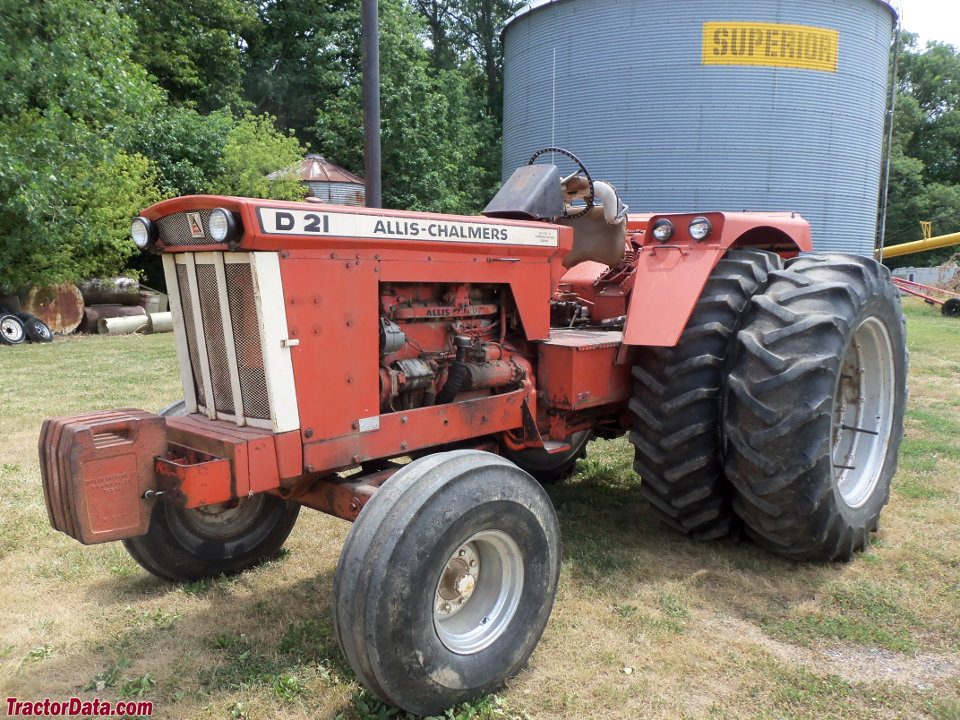 Allis-Chalmers D21 Series II with duals, left side.