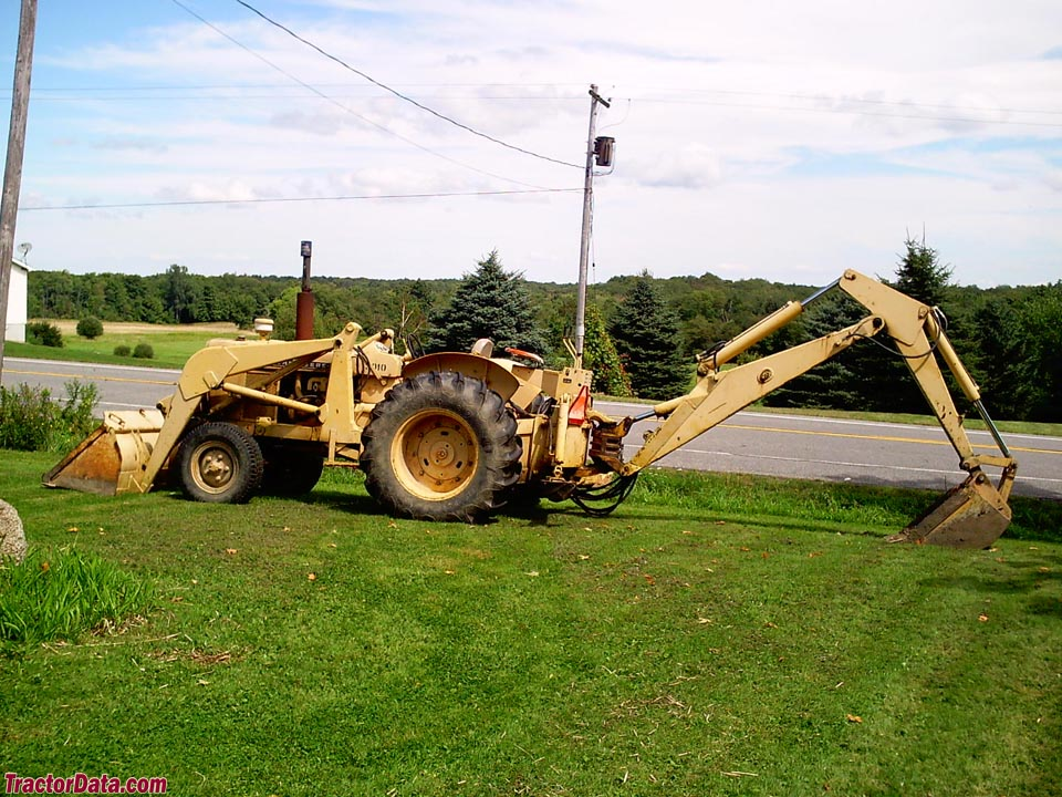 John Deere industrial 3010 Wheel with loader and backhoe.