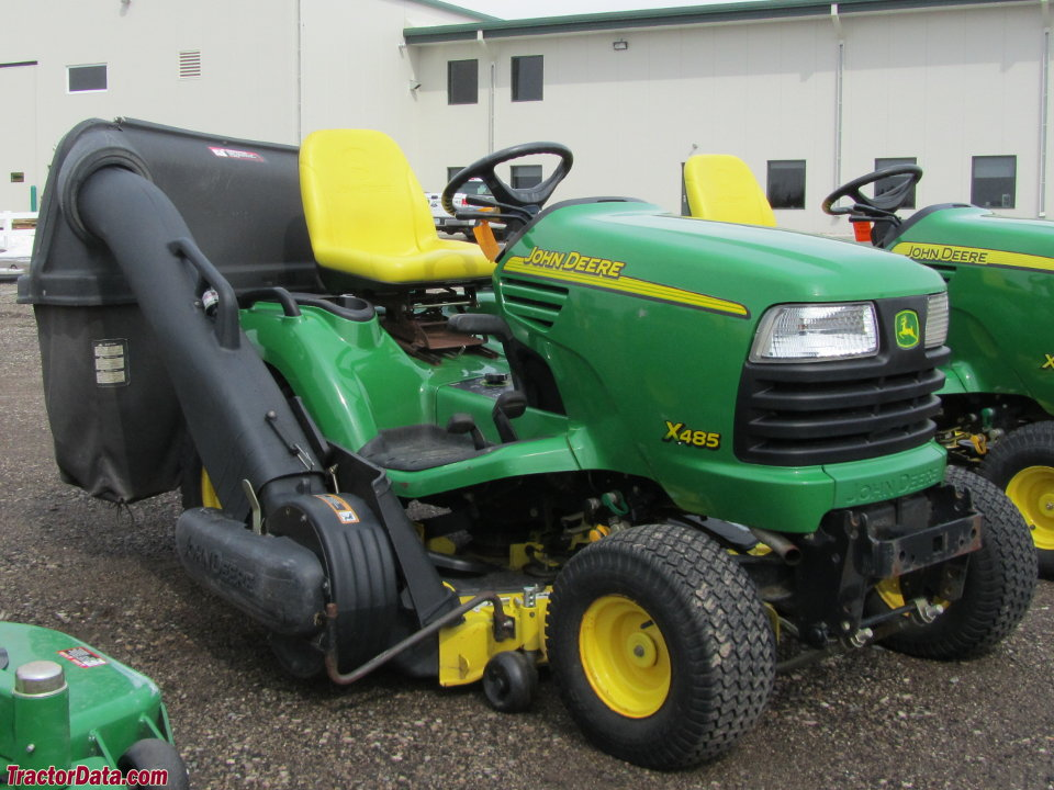 John Deere X485 with Power-Flow collection system.