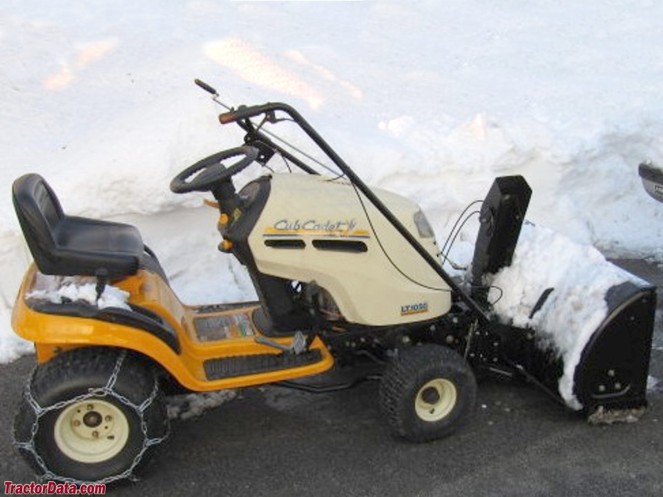Cub Cadet LT1050 with snow blower and chains