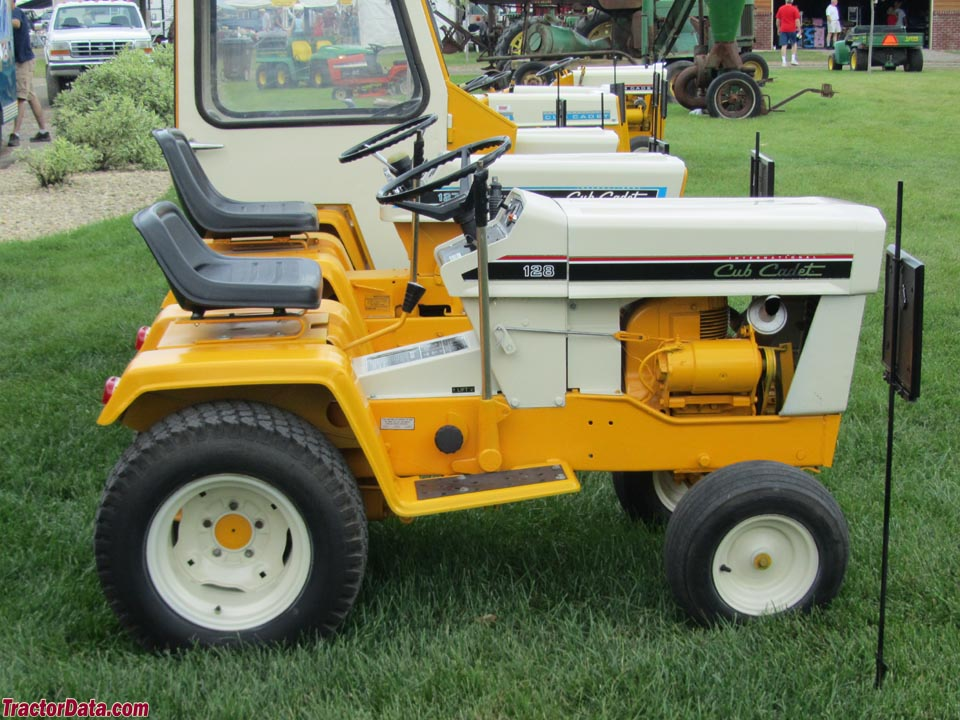 Cub Cadet 128, left side