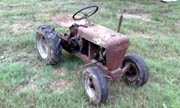 Wheel Horse 401 lawn tractor photo