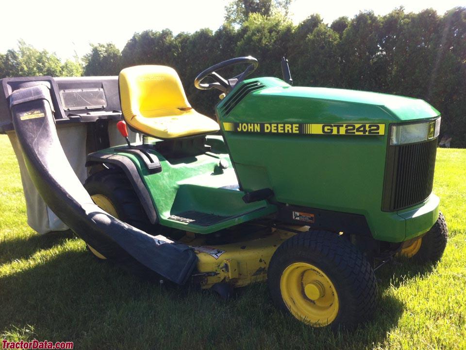 John Deere GT242
