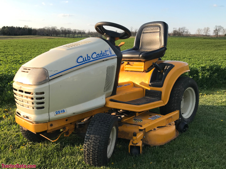 Cub Cadet 2518 with mower deck.