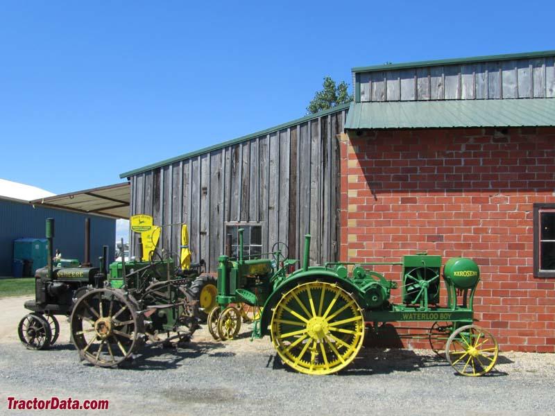 Antique John Deere Show Tractors : Tractordata hastings little log house show